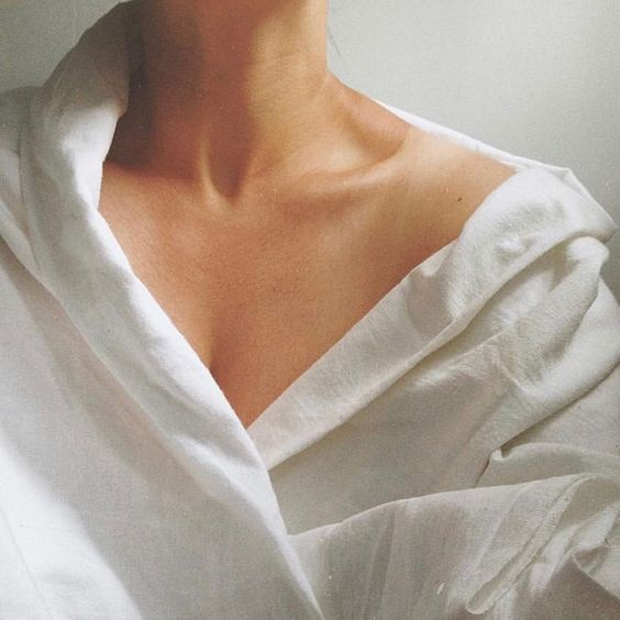 Woman with open shirt showing the skin of her decolletage!